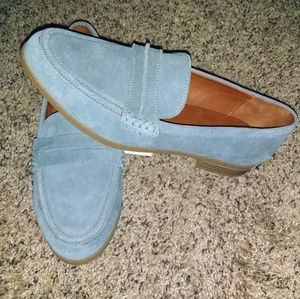 NWT Universal Threads woman's loafers.